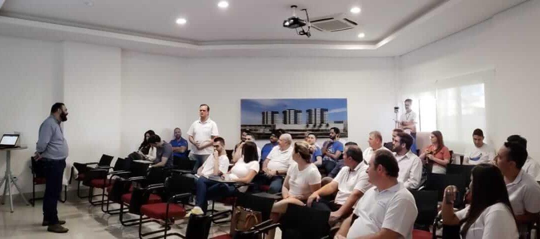 Franquia home based oferece treinamento extra de negociação e vendas