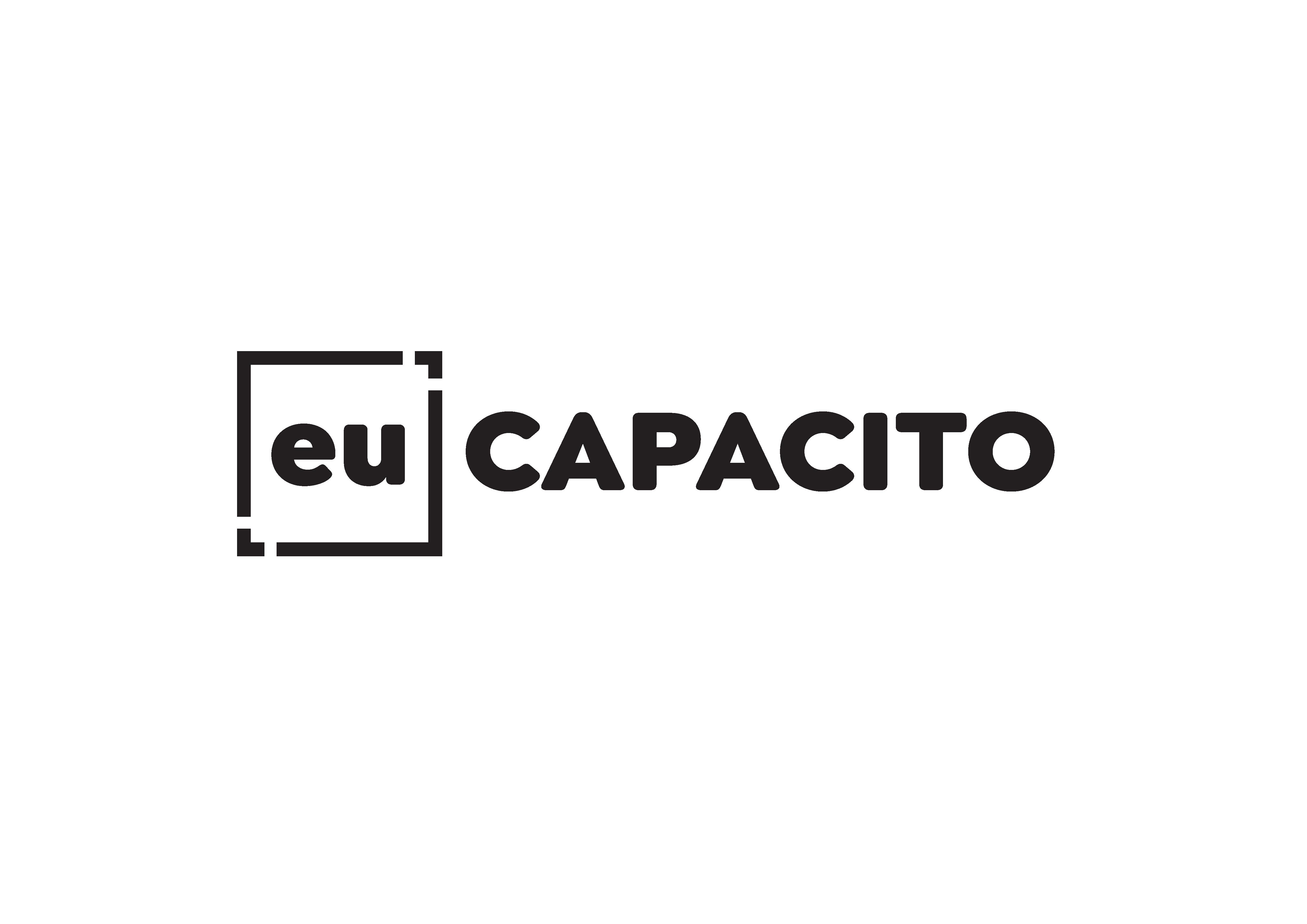 """Logotipo da empresa Eu Capacito. O nome """"Eu capacito"""" está escrito na cor preta. Ao redor da palavra """"Eu"""", há um quadrado também na cor preta."""