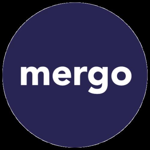 """Logotipo da empresa Mergo. Trata-se de uma forma circular azul com o nome """"Mergo"""" dentro."""