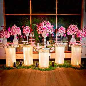 Mesa de cristal com 5 colunas -locação de peças decorativas