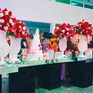 Mesa com 4 tampos espelhados -locação de peças decorativas