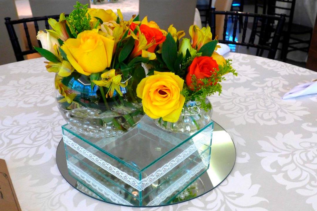 Decoração Mini Wedding arranjos de flores - Festejare Decorações e Flores