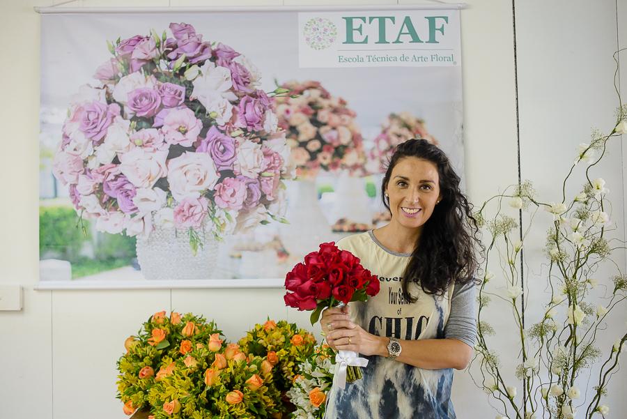Alunos e trabalhos durante o curso de arranjos florais Técnico Profissionalizante em Arte Floral para Decoradores de Eventos