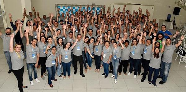 Os franqueados de todo o Brasil comemorando na Convenção Guia-se